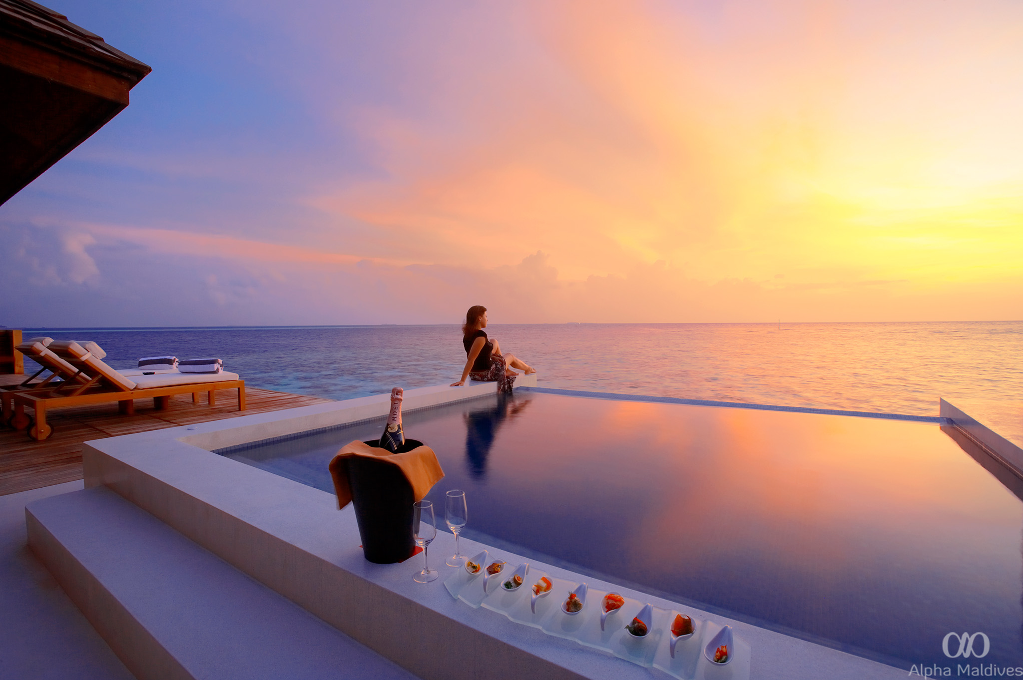 SunsetWaterSuite_Exterior_Sunset_withGirl_2