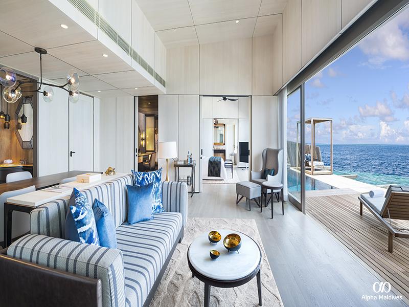 32. St. Regis Suite - Livingroom