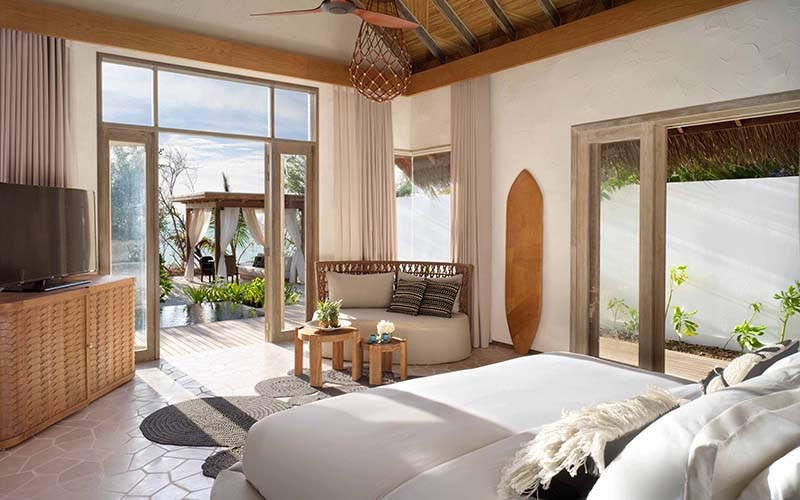 Beach Villa Deluxe Bedroom  A_0003