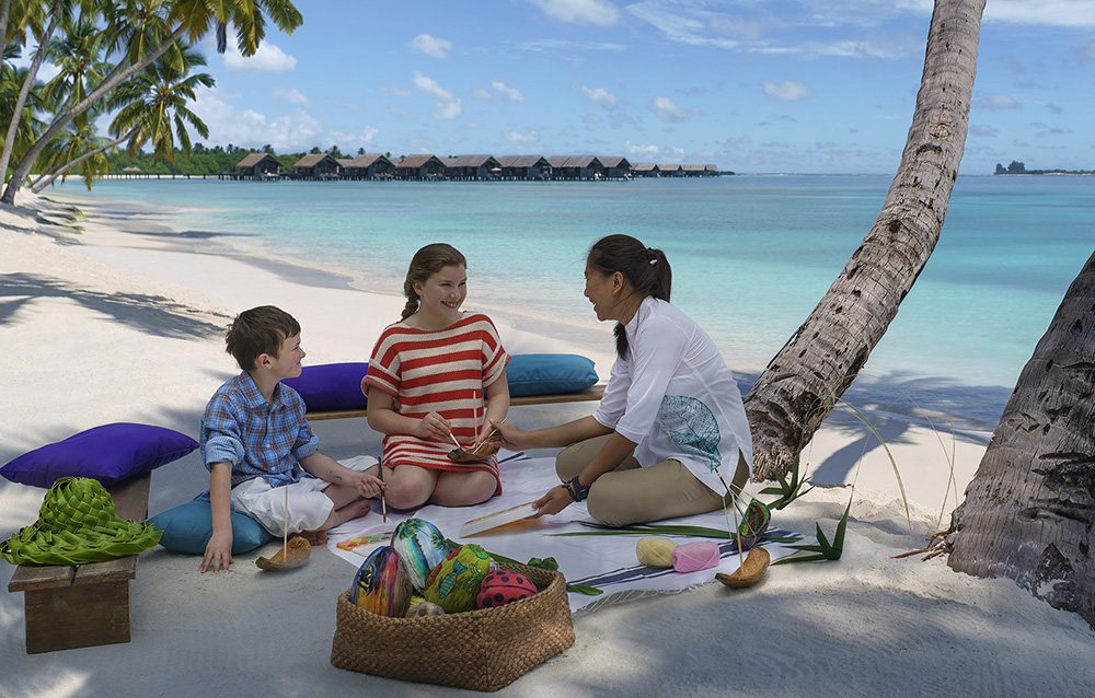 kids club activities - arts and crafts on the beach C